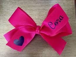 Cricut Personalized Hair bow using heat transfer vinyl and flat iron.    Monogram hair bow, Diy baby hair bows, Diy hair bows